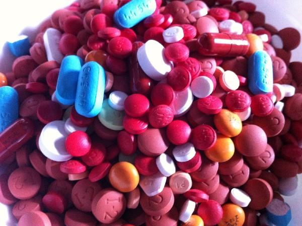 Sowohl die potentiellen Nebenwirkungen als auch die Doping-Problematik machen konventionelle Medikamente für die Sportmedizin heikel.