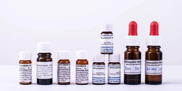 Heilerfolge in Homöopathie und Schulmedizin – Unterschiedliche Paradigmen erschweren Vergleich
